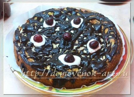 пирог в вишней и творогом готов