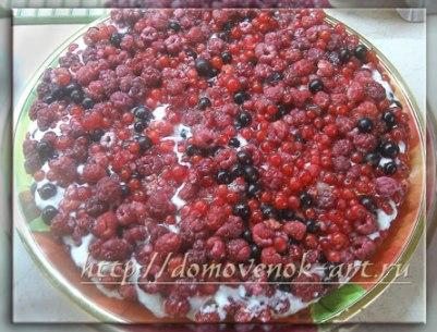 вкусный пирог с ягодами и сметаной