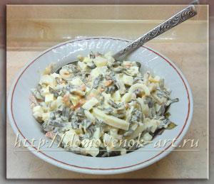 вкусный салат из кальмаров и морской капусты