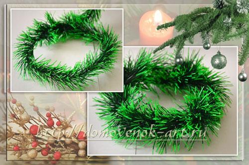 новогодняя композиция из елочной мишуры