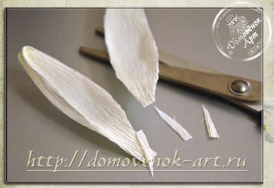 konfetnyj-podsnezhnik-svoimi-rukami-lepestok-ugolki