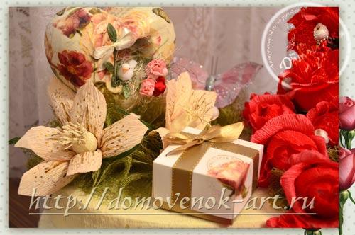 dekor-konfetnoj-kompozicii-iz-roz-na-penoplekse
