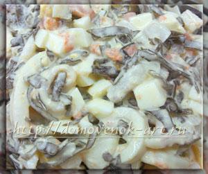 салат с кальмарами и морской капустой рецепт