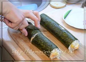 нарезаем сырные роллы