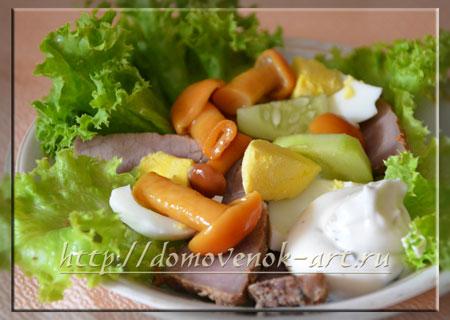 Салат с говядиной и грибами Охотник