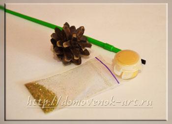 новогоднее украшение шишка в золоте материалы
