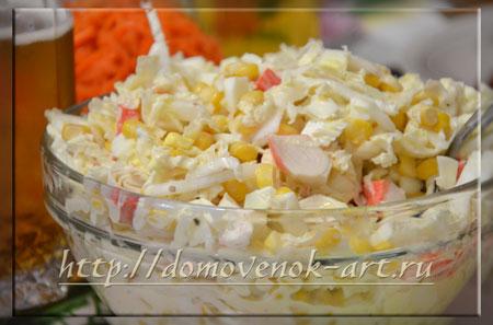 салат из пекинской капусты и кукурузы с крабовыми палочками