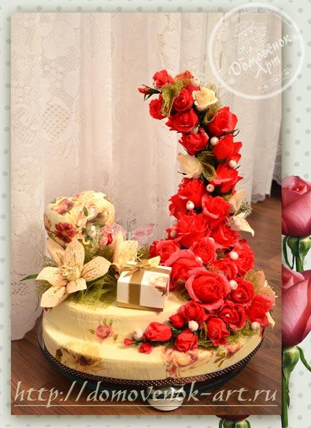 Красивый конфетный букет из роз на основе из пеноплекса