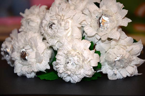Хризантемы из конфет мастер-класс