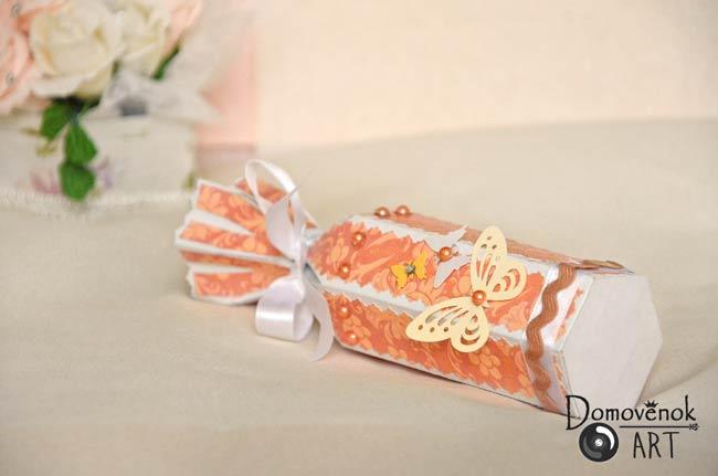 Подарочная коробочка в виде конфеты