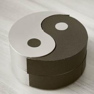 Инь-Ян - необычная коробочка для подарка своими руками