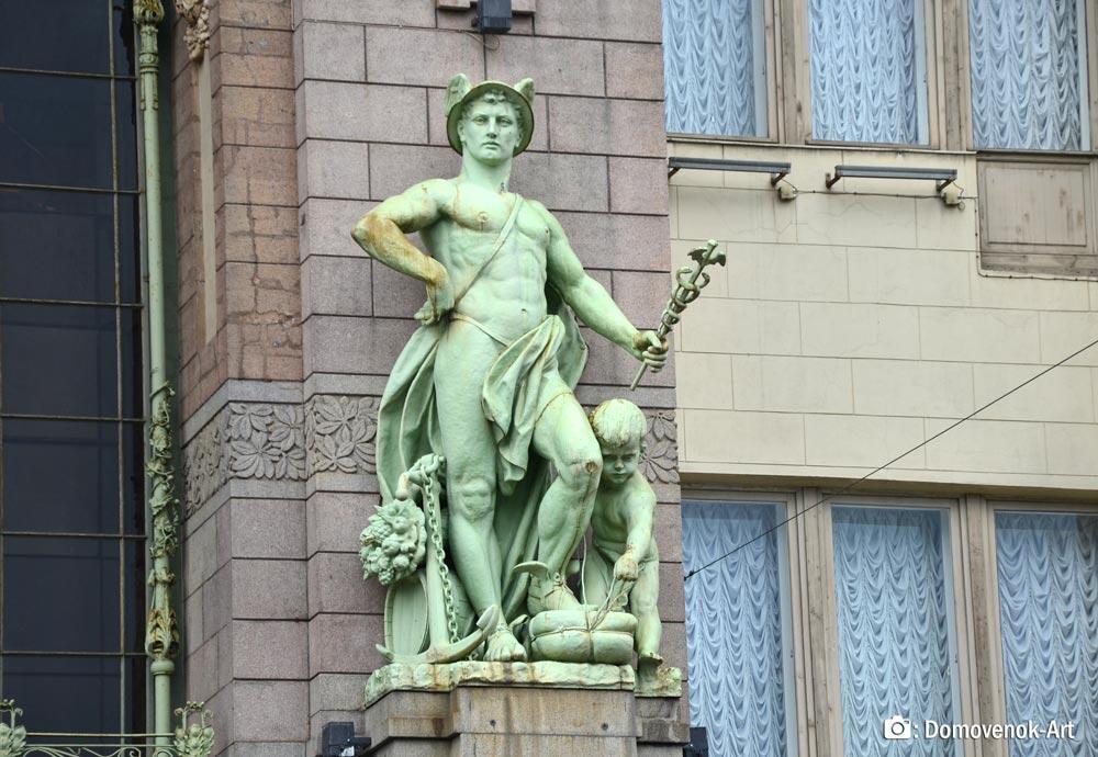 Меркурий. Статуя на доме купцов Елисеевых