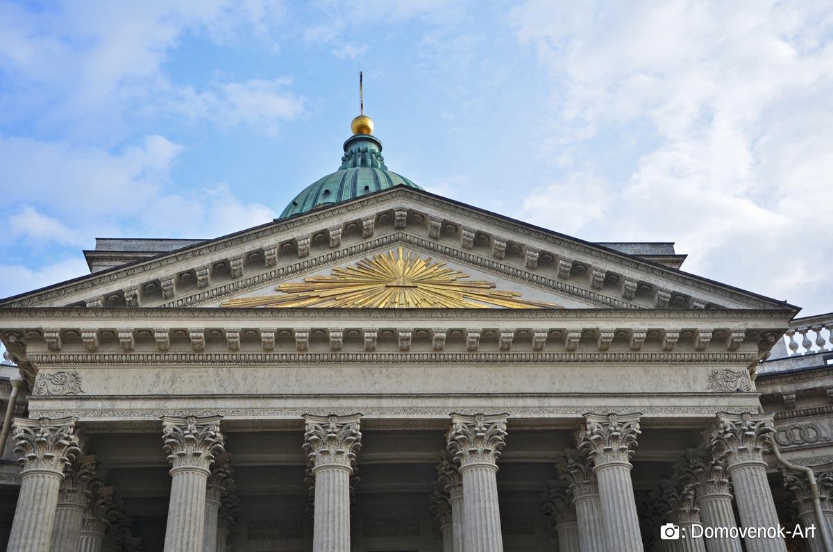 Казанский собор. Над входом