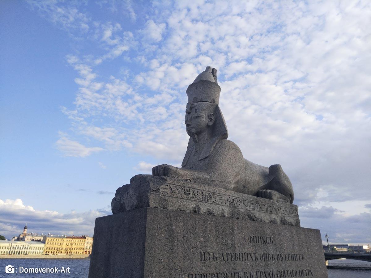 Сфинкс на набережной Васильевского острова. Санкт-Петербург