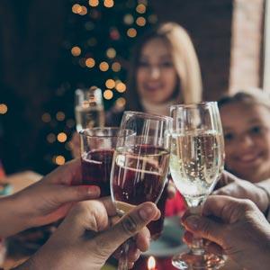 Весёлый семейный сценарий нового года дома