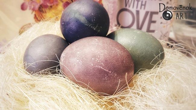 Как покрасить яйца при помощи каркаде