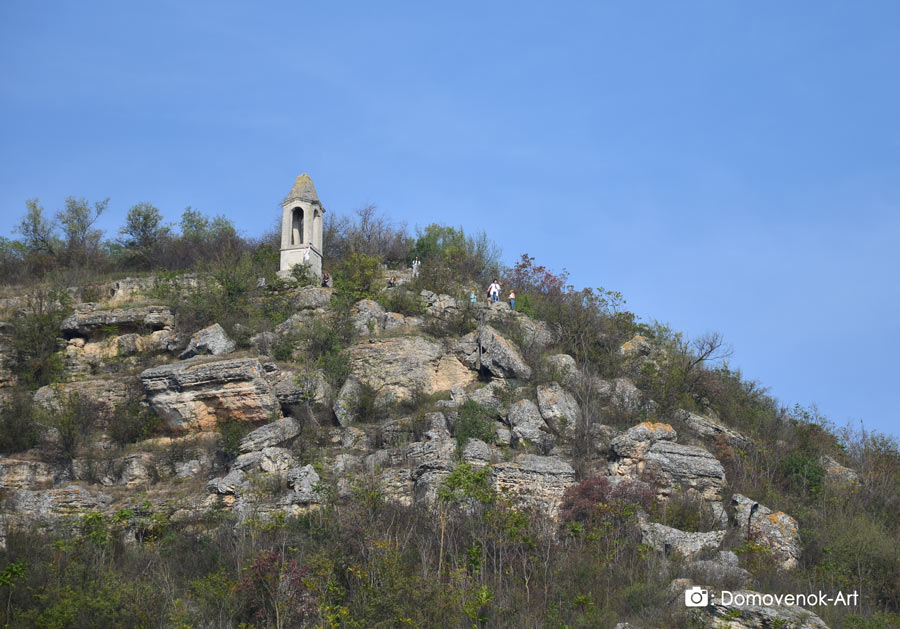 Вид на башню ветров снизу